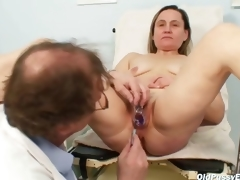 Older Jaroslava gyno speculum pussy checkup at gyno clinic