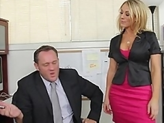 hardcore milf hvit blonde babe blowjob scene kontor slikking