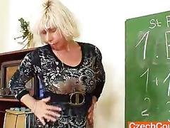 amatør milf moden mamma blonde lærer strømper hæler dildo fitte