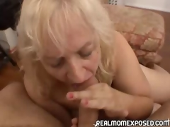 Mature woman acquires a warm facial!
