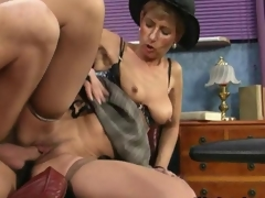 Naff mature slut gets nailed doggystyle