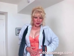 Mature milf teasing with her hot body the viewers